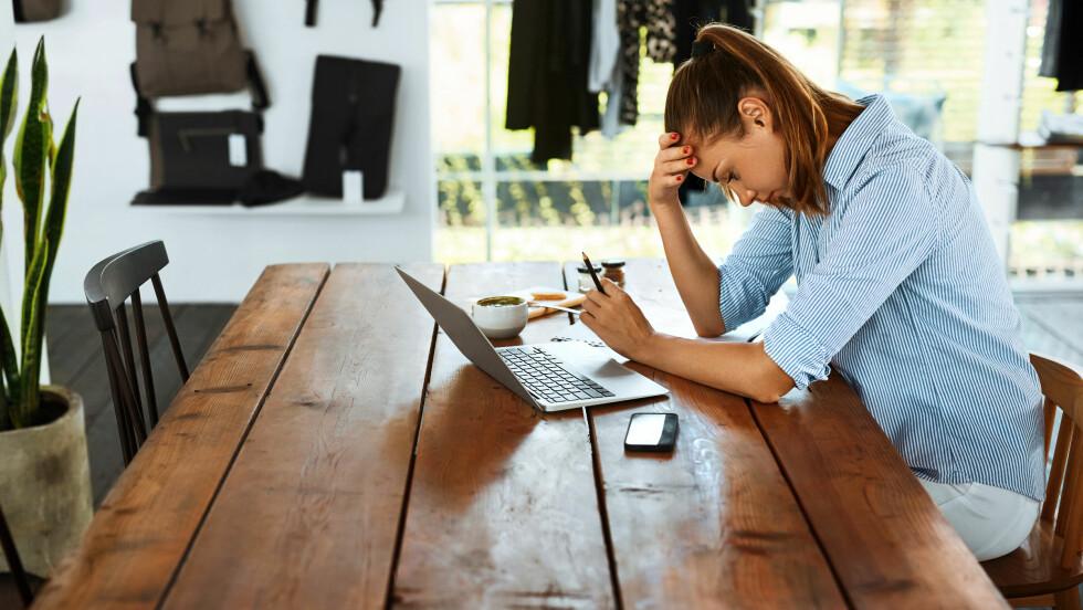 HA DÅRLIG RÅD: Dersom du har lite penger før eller etter ferien bør du ifølge ekspertene sette opp budsjett og pass på at regningene blir betalt først.  Foto: Shutterstock / puhhha
