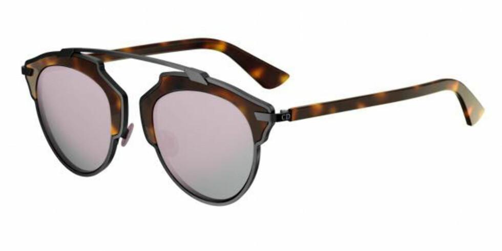 So Real XO2/0J fra | Dior | https://ad.zanox.com/ppc/?43083094C1344291948&ulp=[[https://www.smartbuyglasses.no/designer-sunglasses/Dior/Dior-SO-REAL-XO20J-352053.html]]