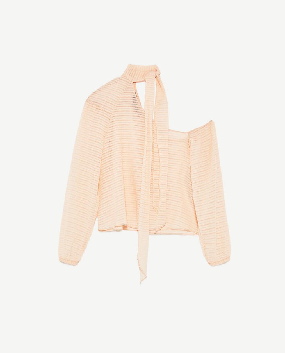 Topp fra Zara | kr 169 | https://www.zara.com/no/no/salg/trf/skjorter/asymmetrisk-topp-med-sl%C3%B8yfe-i-halsen-c437729p4246569.html