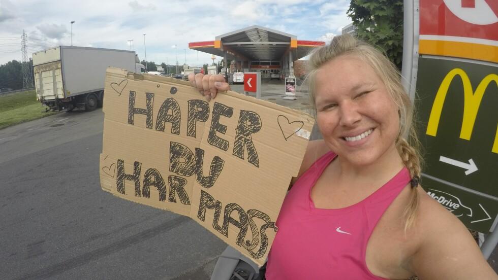 HAIKER TIL LOFOTEN: Martine Grorud (25) skal komme seg fra Oslo til Lofoten ved å sitte på med andre. Foto: Privat