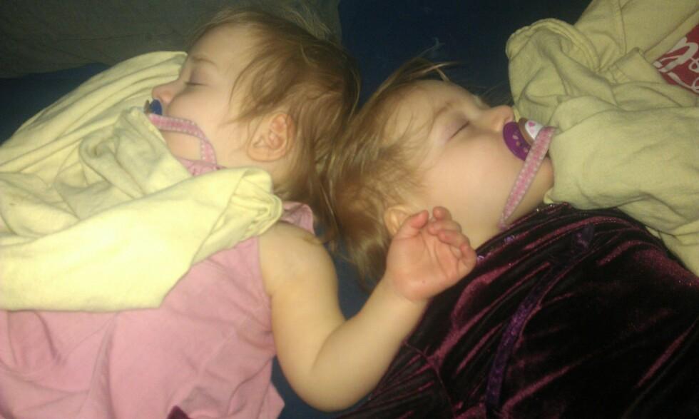 <strong>SJELDEN SYKDOM:</strong> Da tvillingene var 14 måneder gamle, fikk de bekreftet genfeil på SCN1A – Dravet syndrom. Foto: Privat