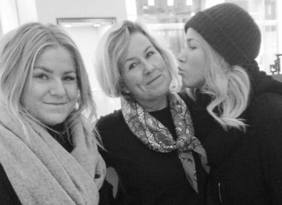 STØTTE I MOR OG SØSTER: Dette bildet er tatt fem måneder før Thea Steen gikk bort. Til venstre er Theas lillesøster Tonje Steen.