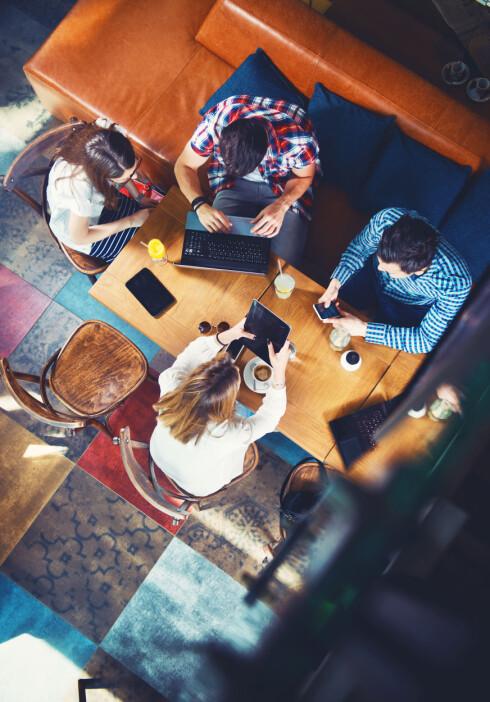 EN DEL AV HVERDAGEN: Sosiale medier utgjør en stor del av hverdagen vår - både for å dele små og store glimt fra hverdagen med venner og bekjente, men også for å la oss underholde og avkoble.  Foto: NTB Scanpix