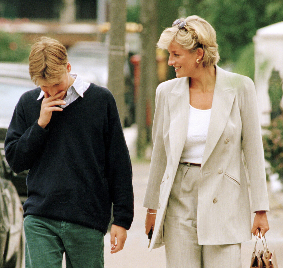 NÆRT BÅND: Dette bildet av prinsesse Diana og 15 år gamle prins William er tatt nøyaktig 10 dager før prinsesse Diana omkom i bilulykken. Foto: NTB Scanpix