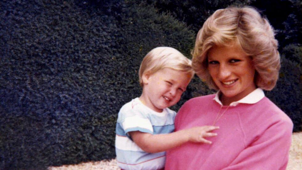 PRINSESSE DIANA DØD: Prins William var bare 15 år da moren døde i bilulykken i Paris i 1997. Prinsesse Diana ble bare 36 år. Dette bildet er sluppet av Kensington Palace i forbindelse med ITV-dokumentaren 'Diana, Our Mother: Her Life and Legacy'-dokumentaren som sendes mandag 24. juli på britisk TV.  Foto: NTB Scanpix