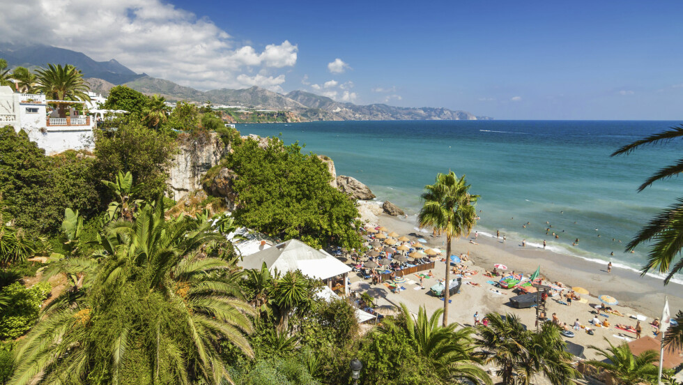 COSTA DEL SOL: Nerja har vakker natur, deilig strandliv og koselig byliv. Kan det bli bedre! Foto: NTB scanpix
