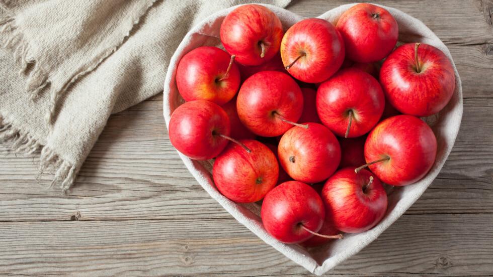 OPPBEVARING FRUKT OG GRØNNSAKER: Frukt på benken og grønnsaker i kjøleskapet? Eller, hvordan var nå dette? Foto: NTB Scanpix