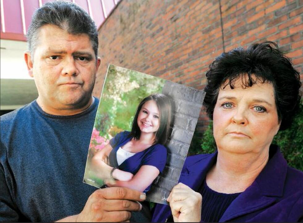 SPORLØST FORSVUNNET: Dette bildet av foreldrene Dave og Mary Neese er tatt tre måneder etter at datteren Skylar forsvant. Det skulle enda gå tre måneder før de fikk vite sannheten. At datteren var blitt knivstukket og drept av sine to bestevenninner. Foto: NTB Scanpix