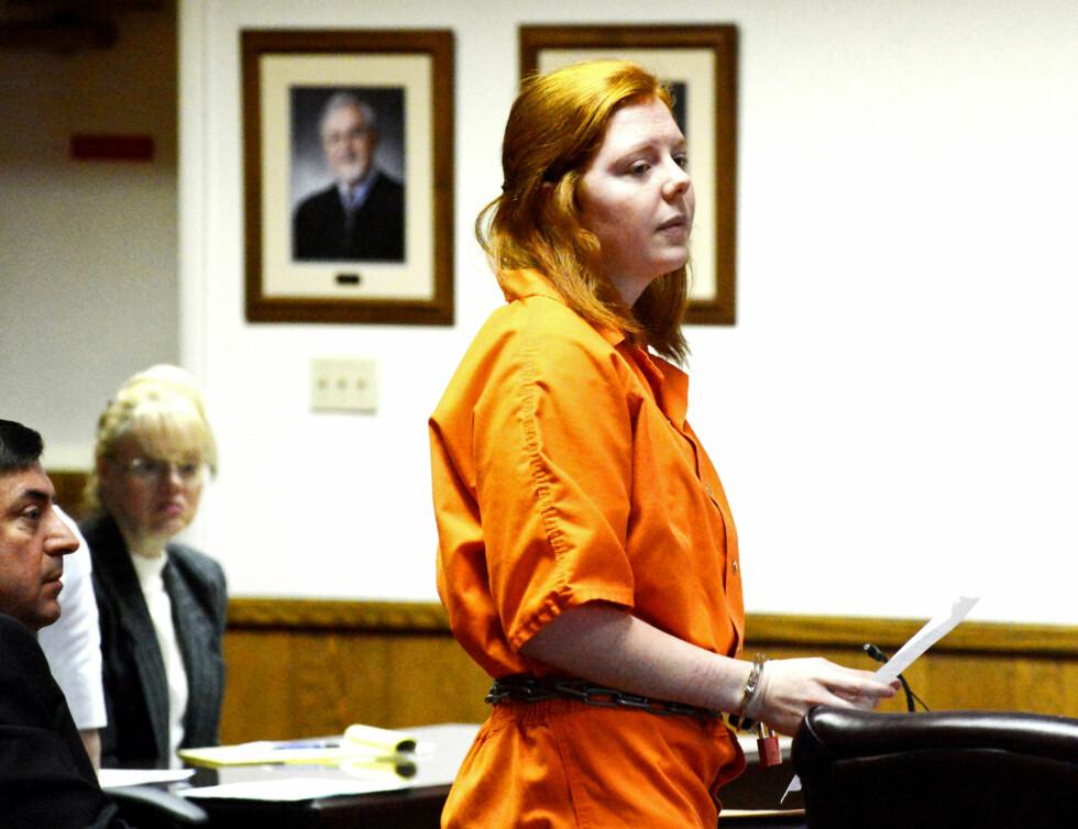 LESTE OPP BREV: Rachel Shoaf under rettshøringene i februar 2014. Her leser hun opp et egetskrevet brev til foreldrene til drapsofferet Skylar Neese. Foto: NTB Scanpix
