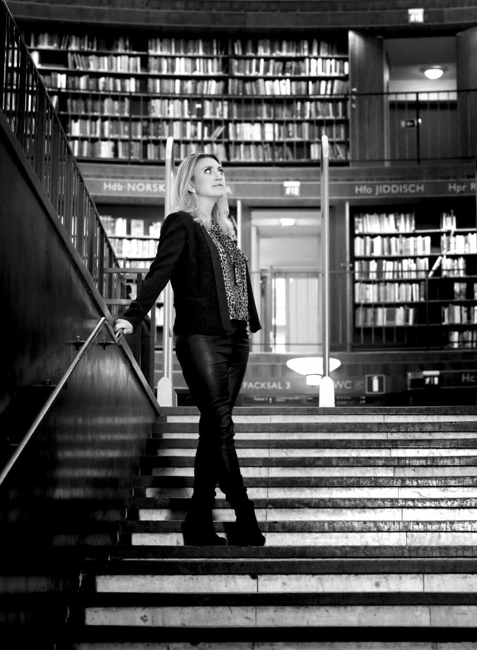 HAR BEGYNT Å TRENE: – Jeg er i mitt livs form, noe som for meg egentlig betyr at jeg får på meg buksene uten problemer, sier Camilla Läckberg. Foto: HELÉNE LINSJÖ, GL ARHCINE/ALAMY, VIKTORIA WYCKMAN ÅGREN