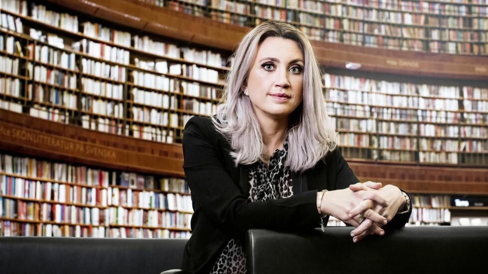 TETT PÅ LESERNE: Camilla Läckberg bestemte seg tidlg for å være en forfatter som er tilgjengelig for leserne sine. Det gjør hun blant annet gjennom sosiale medier og bloggen sin. Foto: HELÉNE LINSJÖ, GL ARHCINE/ALAMY, VIKTORIA WYCKMAN ÅGREN