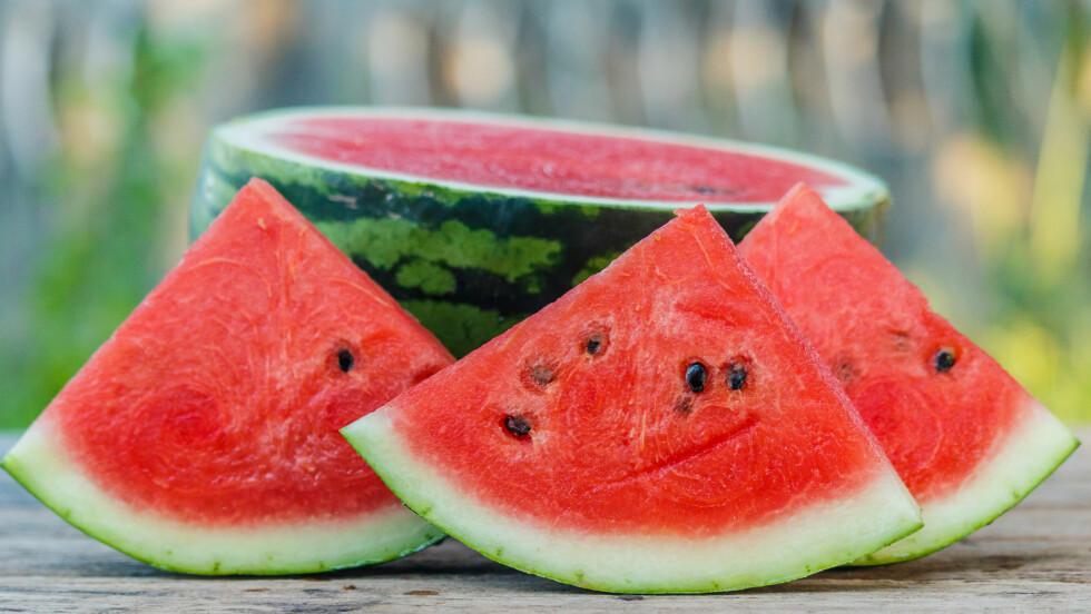 SKYLLE FRUKT: Visste du at det er viktig å skylle skallet til vannmelonen? FOTO: NTB Scanpix