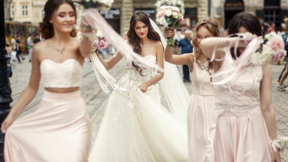 BRYLLUP: Nå er trendy å bruke venninner som brudepiker - slik som i USA. Foto: NTB Scanpix