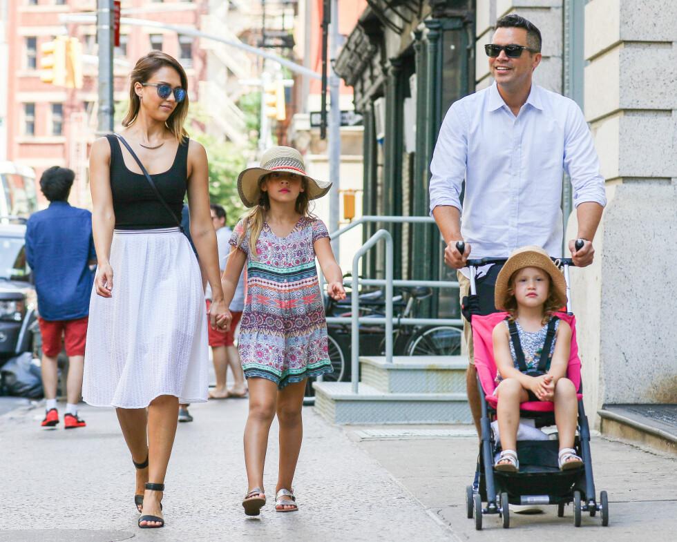 BLIR FAMILIE PÅ FEM: Jessica Alba, Cash Warren, Honor og Haven Warren. Foto: Splash News