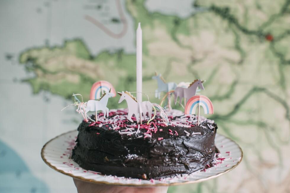 ... samt kakepynten til Sagas ettårsbursdag. Foto: Mariell Øyre