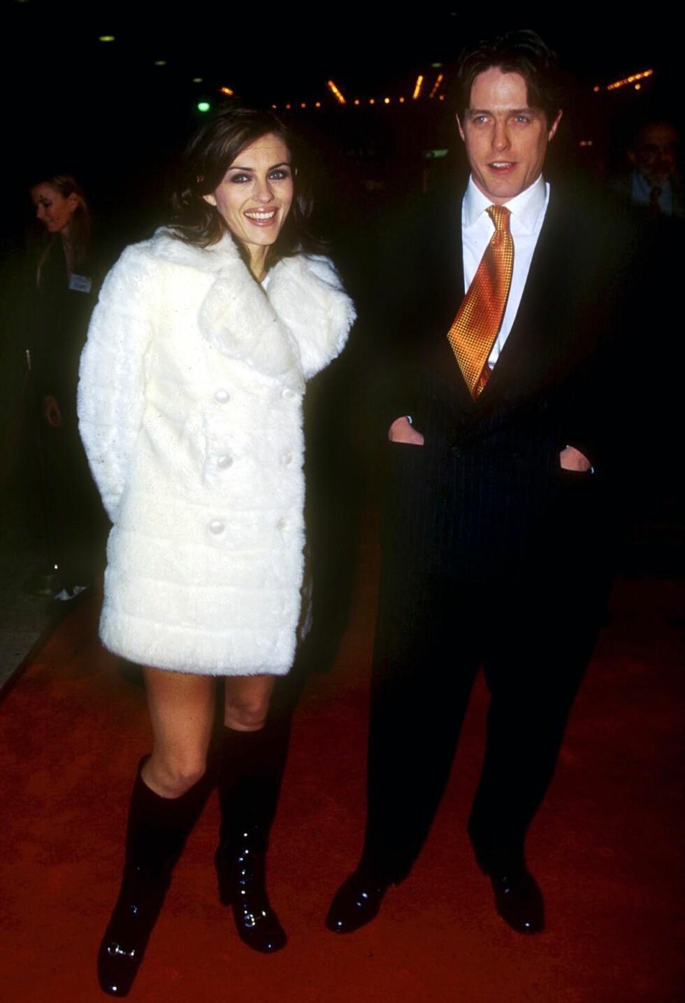 1994: Elizabeth Hurley og Hugh Grant skal feire Frank Sinatras 80-årsdag.  Foto: Shutterstock