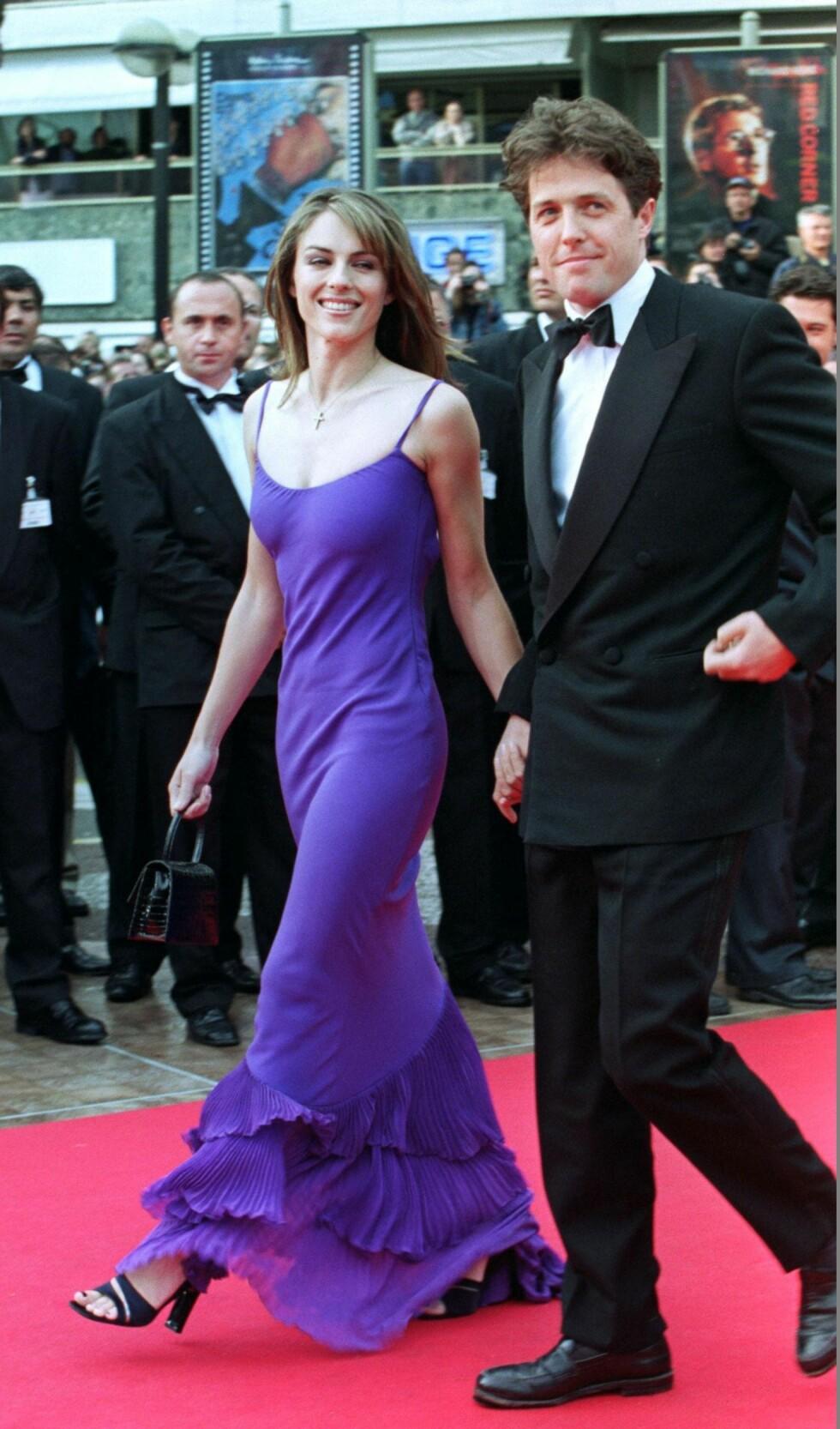 1997: Elizabeth Hurley og Hugh Grant sammen under filmfestivalen i Cannes. Foto: REUTERS