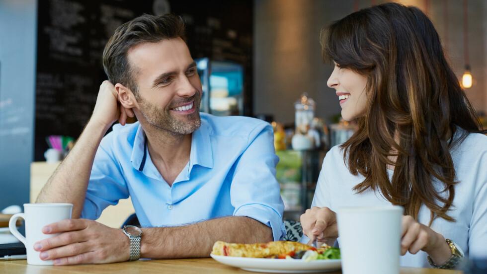VENN MED EKS: Er det greit at den nye kjæresten forblir venner med eksen sin?  Foto: NTB Scanpix