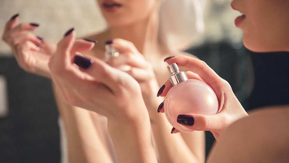 FINNE RIKITG PARFYME: Hvordan finner du parfymen som er perfekt for deg? Ekspertene gir deg sine beste tips! Foto: NTB scanpix