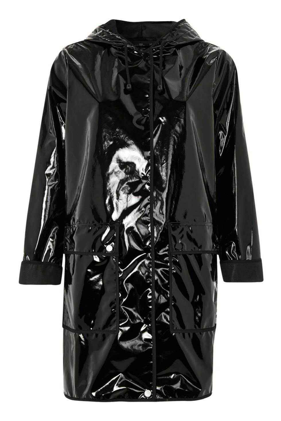 Regnjakke fra Topshop | kr 466 | http://www.topshop.com/en/tsuk/product/vinyl-hooded-rain-mac-6573384?bi=0&ps=20&Ntt=rain%20coat