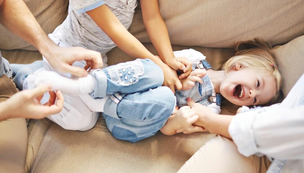 KILING: Mange barn elsker å bli kilt, men for andre kan en slik situasjon være rene marerittet. Foto: Pressmaster/NTB Scanpix