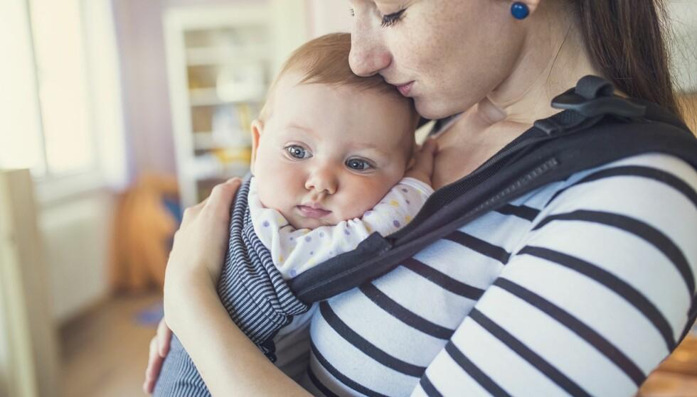 HIGH NEED BABY: High-need babyer har ifølge barnelegen ekstra stort behov for kroppskontakt og å være i aktivitet. Foto: Halfpoint/NTB Scanpix