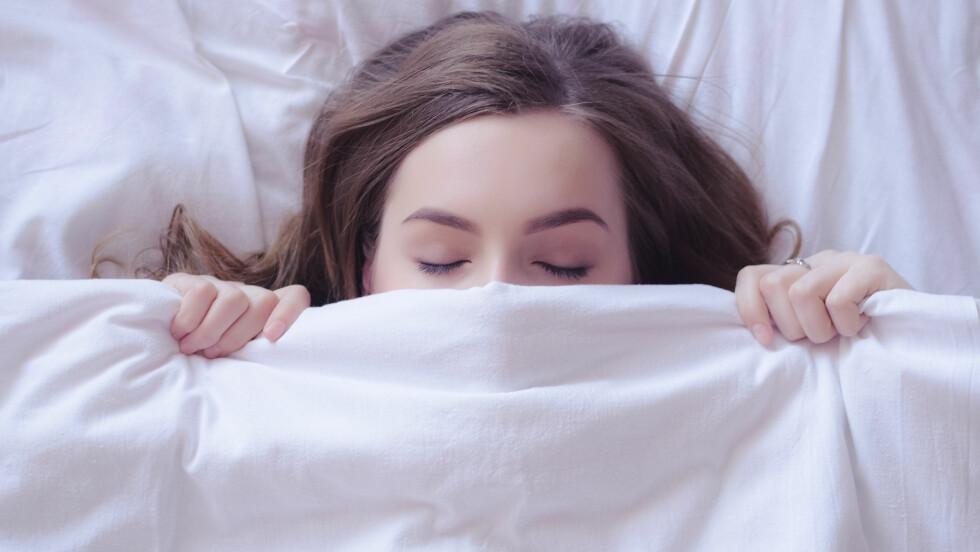 SØVN: Tenåringer trenger mer søvn enn voksene. Likevel snur de ofte så mye på døgnet at det går utover skole og andre sosiale aktiviteter.  Foto: NTB scanpix