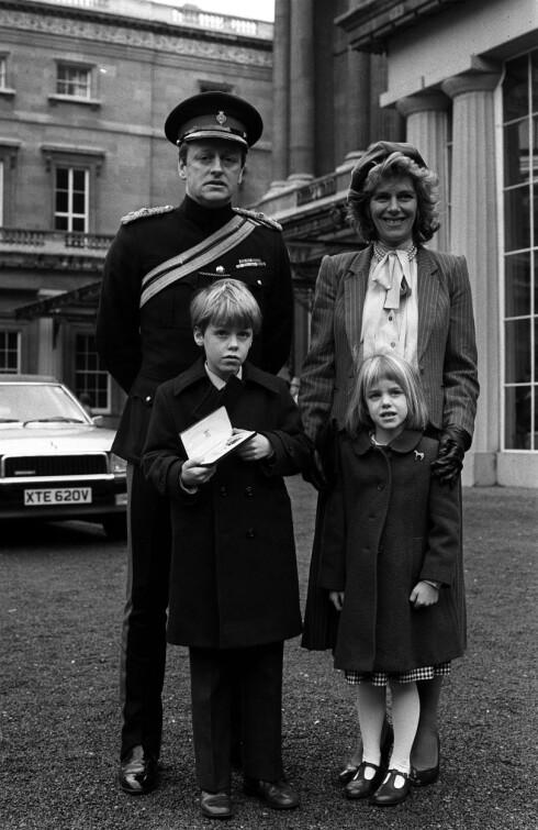 STARTET EGEN FAMILIE: Da Charles dro gjorde tjeneste i The Royal Navy fant Camilla lykken med Andrew Parker Bowles. De fikk barna Tom og Laura sammen. Ekteskapet varte fra 1973 til 1995. Dette bildet er tatt i 1984. Foto: NTB Scanpix