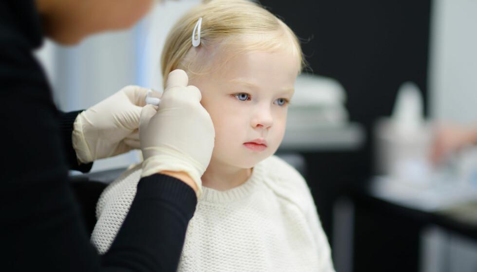 HULL I ØRENE HOS BARN: Når er barn gamle nok til å få hull i ørene? FOTO: NTB Scanpix