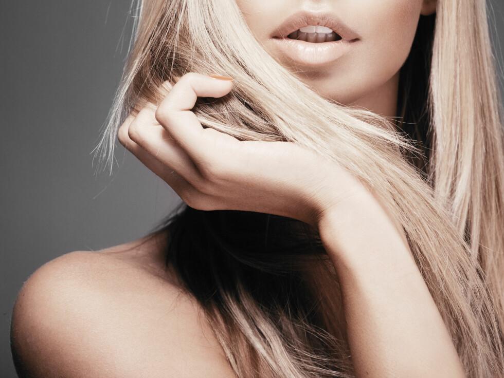 BLAST ELLER GULT? Når den lekre, blonde manken ikke lenger er like lekker i tonen, kan en tonende sjampo redde hårfargen din. Perfekt for å vedlikeholde fargen mellom frisørtimene.  Foto: chika_milan - Fotolia
