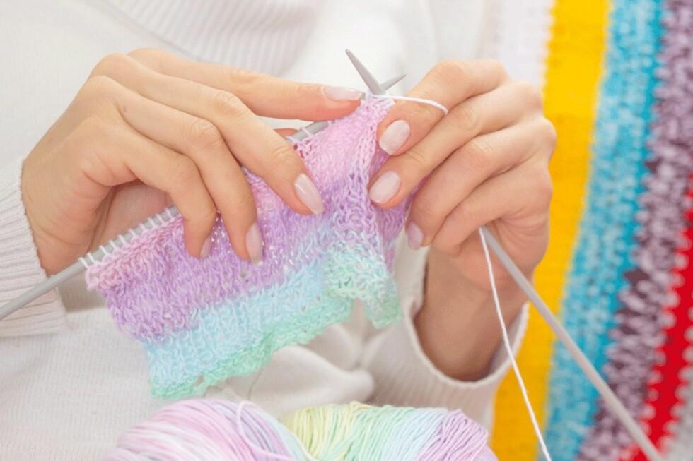 GIR RO: Mye surr i hodet til vanlig? Litt strikking hjelper deg.  Foto: NTB Scanpix