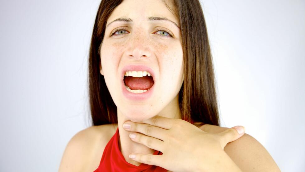 SATT NOE I HALSEN: Som oftest vil det hjelpe å hoste, men dersom det ikke får maten opp, er det lurt å vite om de andre metodene.  Foto: NTB Scanpix