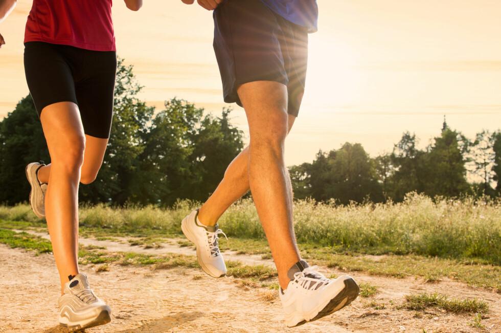 GÅ NED I VEKT SAMMEN: Hva med å jogge eller trene sammen?   Foto: Rido - Fotolia
