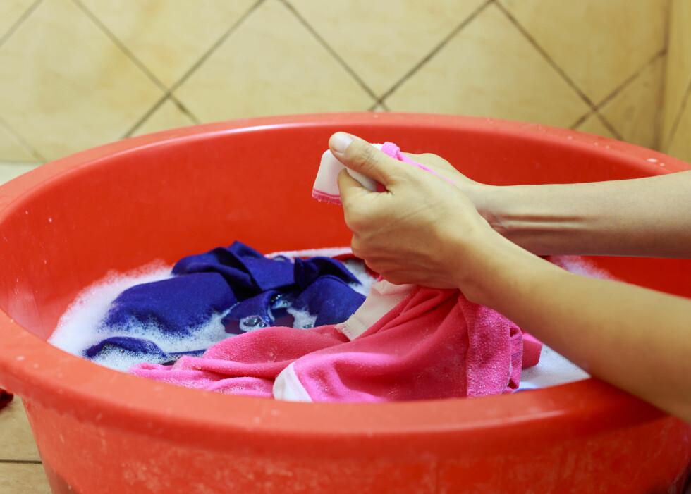 HÅNDVASK: Er du usikker på hvordan du skal vaske plaggene, bør du alltid velge å vaske dem for hånd.   Foto: banprik - Fotolia