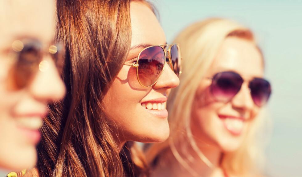 VIKTIG: Det er lurt og behagelig å bruke solbriller, men gjør deg selv en tjeneste og vask dem! Foto: Syda Productions - Fotolia