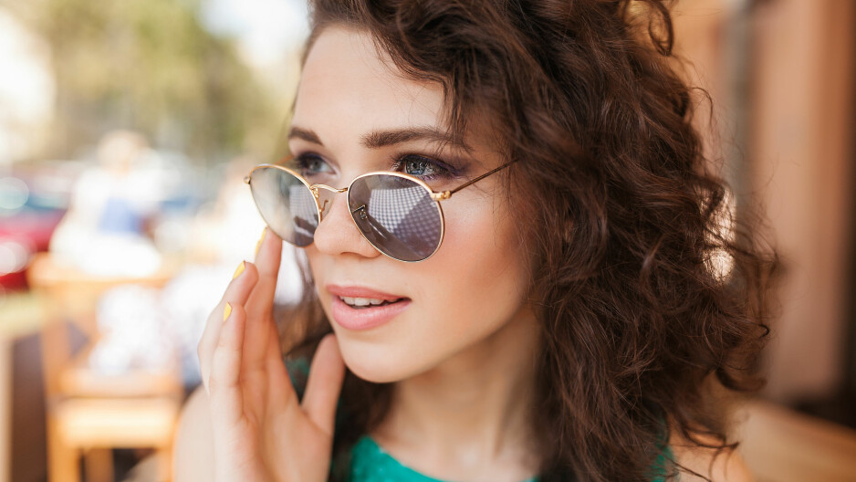 SOLBRILLER: Solbrillene dine blir særlig skitne når du svetter i sommervarmen.  Foto: NTB Scanpix