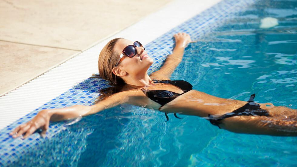 KALD OG VÅT: Å gå rundt med en kald og våt bikinitruse kan føre til urinveisinfeksjoner eller sopp i underlivet.  Foto: johoo - Fotolia
