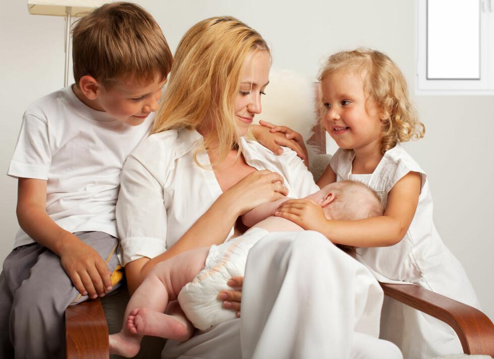 SOM SVAMPER: Barn ser opp til foreldrene sine, og vil ofte gjøre det samme vi gjør.  Foto: Tatyana Gladskih - Fotolia