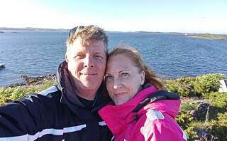 Carina og Erik giftet seg uten å ha bodd sammen - i dag lever de fortsatt hver for seg - lykkelig gift