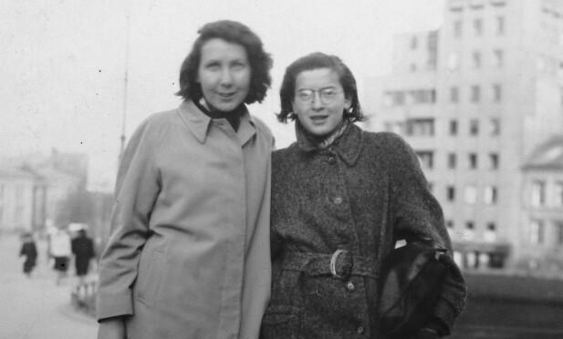 KOM TIL NORGE: Ruth Maier (t.h.) var en østerriksk-jødisk flyktning som kom til Norge i 1939. Hun var venninne med lyriker Gunvor Hofmo (t.v.). FOTO: Erling T. Hofmo via NTB scanpix
