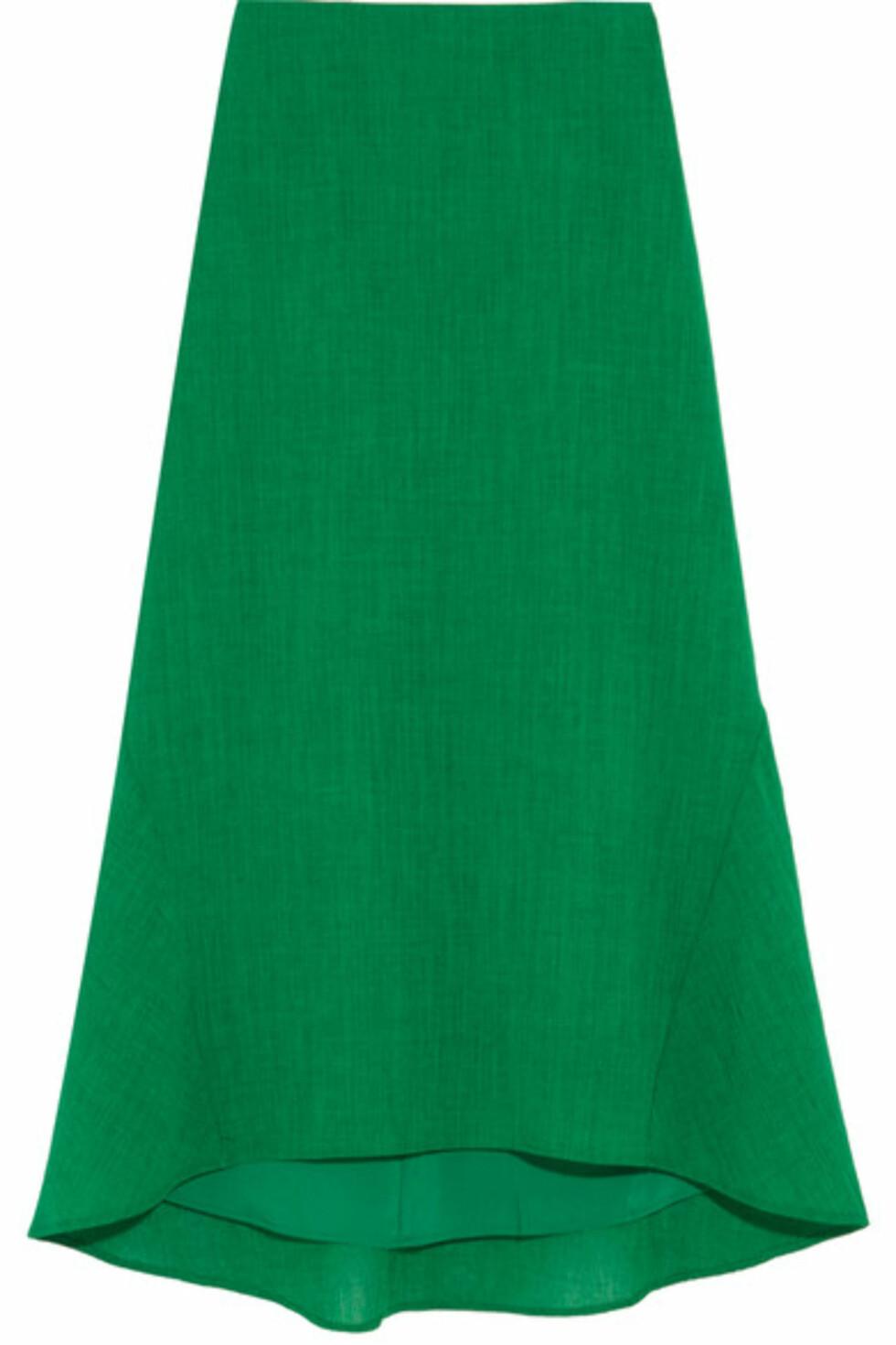Skjørt fra Cefinn via Net-a-porter.com |2160,-|https://www.net-a-porter.com/no/en/product/922351/cefinn/asymmetric-crepe-midi-skirt
