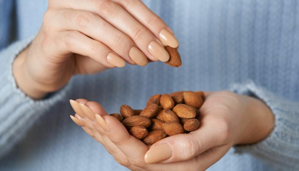 <strong>KALORIRIKT OG SUNT:</strong> Nøtter inneholder mye næring og er fin å bruke om du vil øke kaloriinntaket. FOTO: Scanpix.com