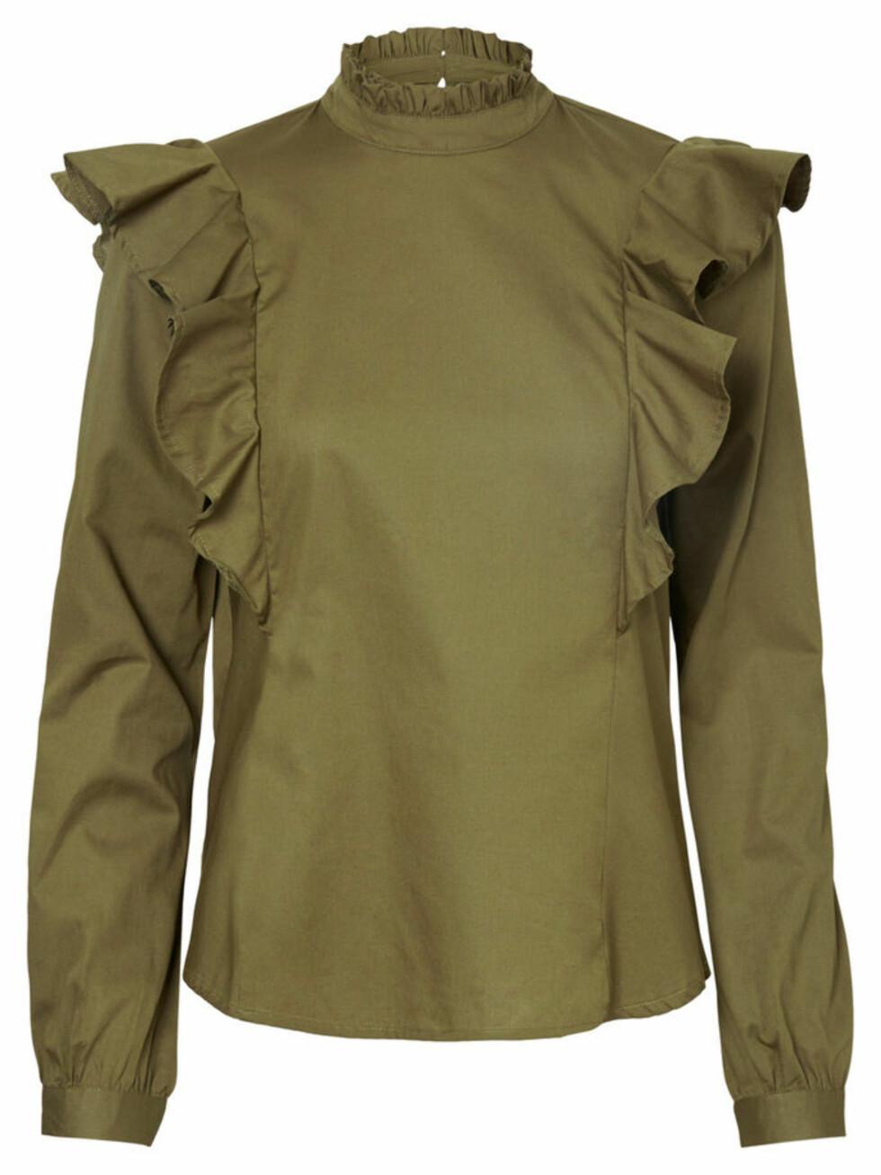 Topp fra Vero Moda |380,-| https://www.veromoda.com/no/no/vm/handla-efter-kategori/skjorter/rysje-langermet-topp-10183242.html?cgid=vm-shirts&dwvar_colorPattern=10183242_DarkOlive