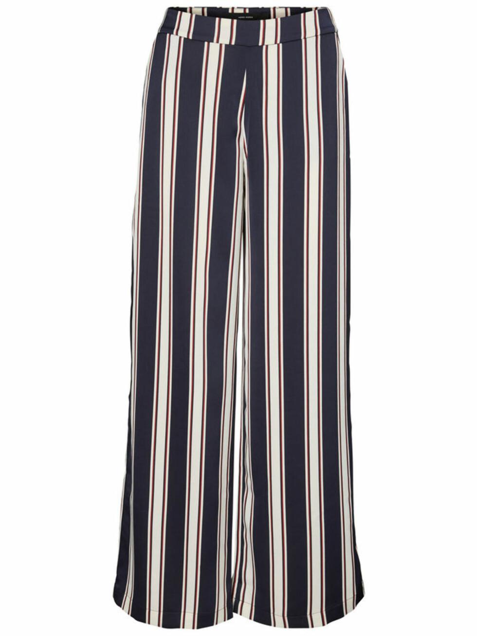 Bukse fra Vero Moda |380,-| https://www.veromoda.com/no/no/vm/handla-efter-kategori/bukser-and-leggings/loose-fit-bukser-10191750.html?cgid=vm-trousers&dwvar_colorPattern=10191750_NightSky_611580