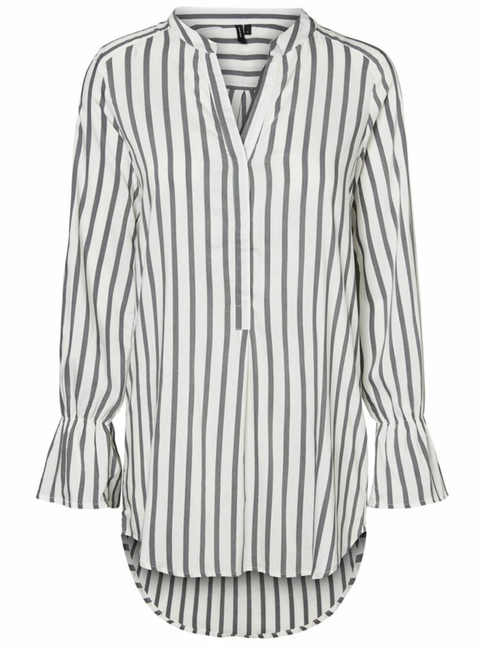 Skjorte fra Vero Moda |380,-| https://www.veromoda.com/no/no/vm/handla-efter-kategori/skjorter/lang-skjorte-10191774.html?cgid=vm-shirts&dwvar_colorPattern=10191774_SnowWhite_605399