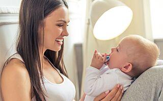 - Å snakke mye med barnet ditt er viktigere for språkutviklingen enn tegn