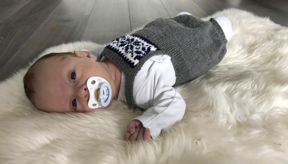 SJELDEN STOFFSKIFTESYKDOM: Da Theodor bare var fem dager gammel, ble det oppdaget at han har en sjelden stoffskiftesykdom. Foto: Privat