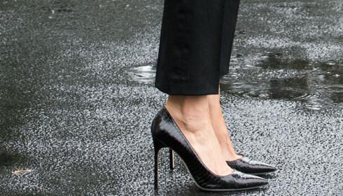 FORLATER WASHINGTON DC: Melania Trump går om bord i Air Force One iført et par sorte stiletthæler.