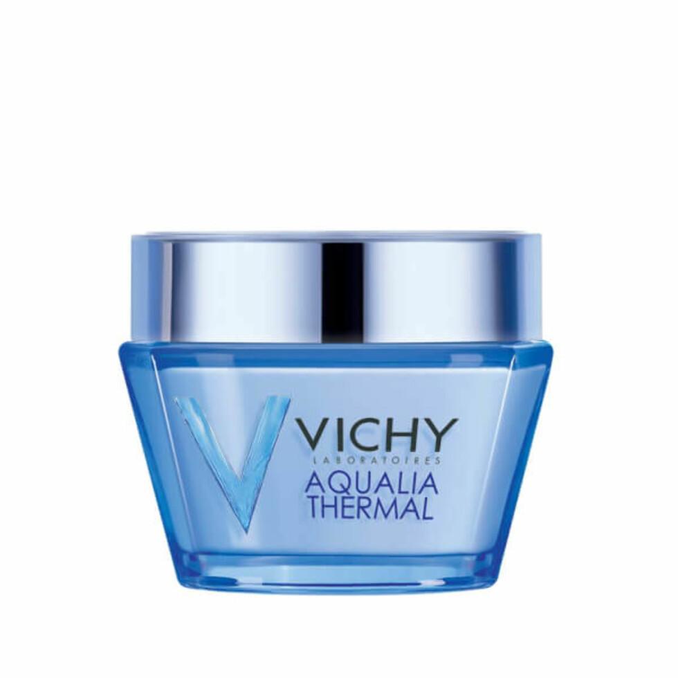Dagkrem fra Vichy |149,-| https://no.lookfantastic.com/vichy-aqualia-thermal-rich-hydration-for-dry-sensitive-skin-50ml/11091678.html?affil=thggpsad&switchcurrency=NOK&shippingcountry=NO&thg_ppc_campaign=71700000013527527&gclid=CjwKCAjw87PNBRBAEiwA0XAIr9w1I2M1J5IX2W2biwyNIHchZ0VYsxnOVovbLC_306hw0s_5d7Qg8xoC7L4QAvD_BwE&gclsrc=aw.ds&dclid=CIWu_bWsi9YCFUwFGQod-lYK3w