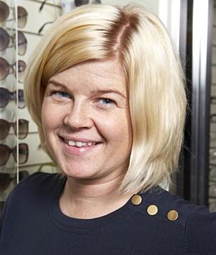 FÅ ULEMPER: Men god hygiene er viktig, understreker optiker Rita Aadne Ludviksen. Foto: Privat